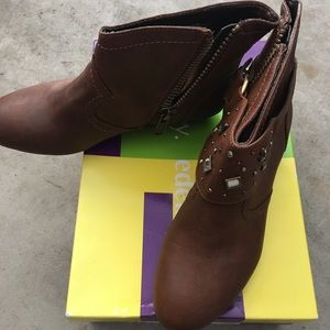 Libby 5.5 Chesnut Brown Booties w/bling option